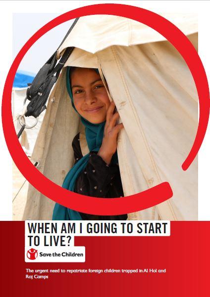 """copertina del report di save the children """"quando inizierò a vivere"""", sullo sfondo una bimba che spunta fuori da una tenda beige"""
