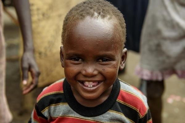 Un bambino keniano che sorride