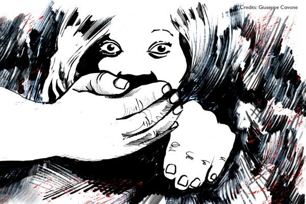 graphic novel in bianco e nero che rappresenta una ragazza in primo piano con una mano davanti alla bocca