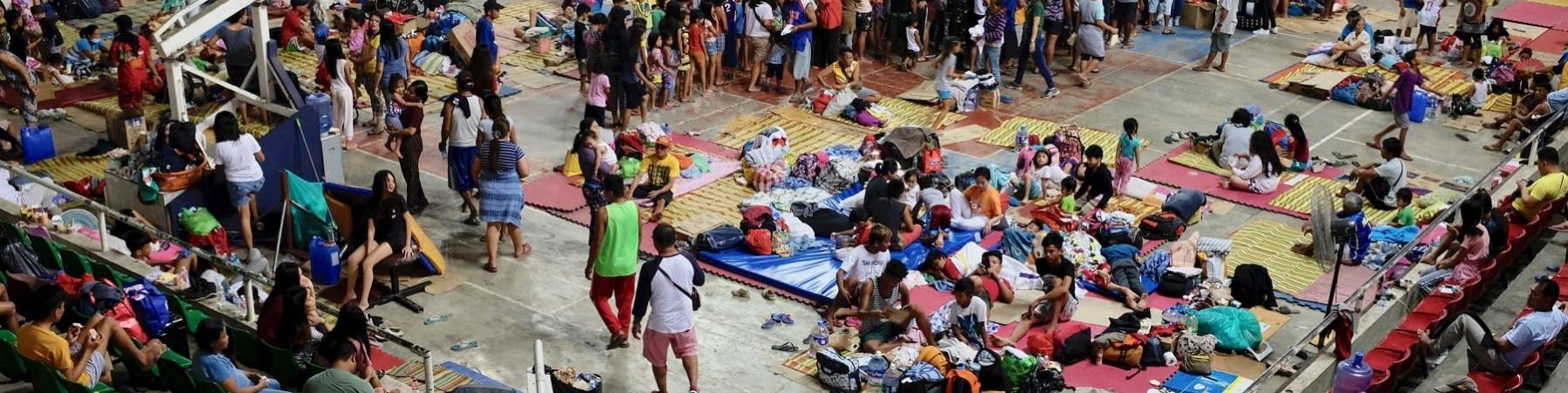 Arena piena di sfollati nelle Filippine.