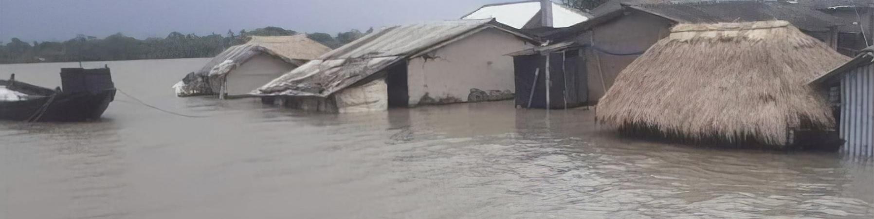 Villaggio sommerso dalle acque, spuntano solo i tetti