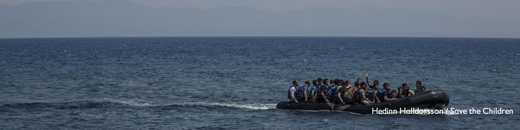 Gommone di migranti in mare.