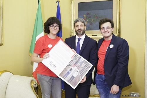 Consegna firme a Roberto Fico