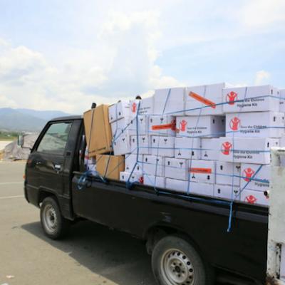 Un camion per la distribuzione di acqua pulita
