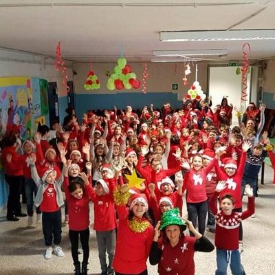 bambini-a-scuola-con-maglioni-natalizi