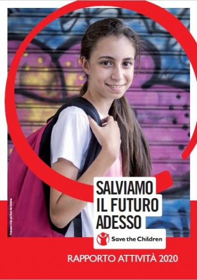copertina rapporto attività 2020 Save the Children Italia sullo sfondo una bambina sorridente con uno zaino sulle spalle