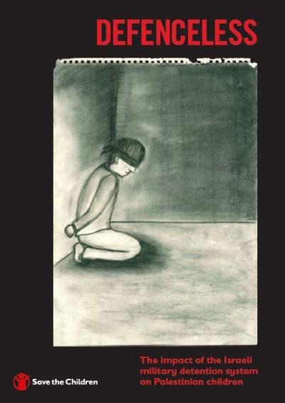 """copertina del repost in inglese dal titolo rosso in alto """"defeceless"""" e nel centro un disegno in bianco e nero fatto da un bambino che ritrae un ragazzo imprigionato"""