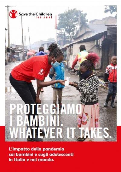 copertina del report proteggiamo i bambini con immagine di un operatrice save the children con mascherina che assiste una bimba in una strada