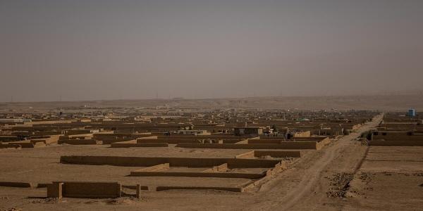 paesaggio desertico in Afghanistan con alcune costruzione in pietra riprese dall alto