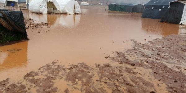 Campi rifugiati siriani allagati a causa delle forti piogge