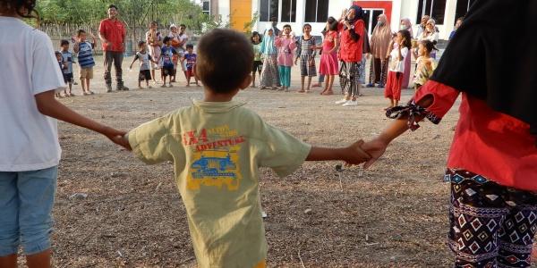 Bambini dispersi in Indonesia