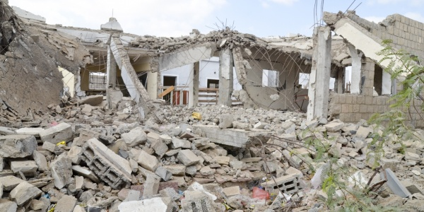 Macerie di una scuola bombardata in Yemen