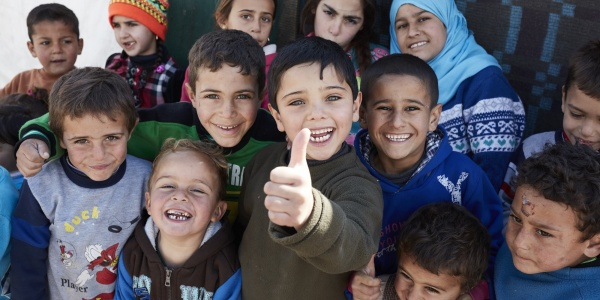 gruppo di bambini e bambini sorridenti