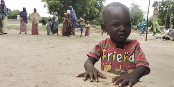 Il piccolo Ibrahim nel suo villaggio in Nigeria
